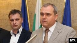 Александър Сиди (вляво) и Искрен Веселинов са сред вносителите на проекта на ВМРО за промени в Закона за радиото и телевизията
