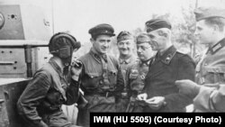 Советлар оккупацияләгән Брест шәһәрендә 1939 елның 22 сентябрендә совет һәм наци хәрбиләренең уртак җиңү парады