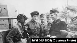Rusiya və Almaniya əsgərləri Polşanı böləndən sonra. 22 sentyabr 1939.