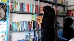 Într-un oraș afgan prins în lupte continue, o bibliotecă condusă de femei este un refugiu al învățării