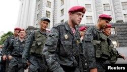 Бойцы Национальной гвардии Украины. Киев, 11 июня 2014 года.
