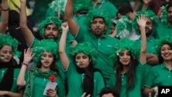 پاکستان کې د کرکټ مینه وال نړیوالو لوبو ته خوشاله دي.