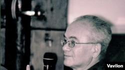 "Александр Кушнер. [Фото — <a href=""http://gallery.vavilon.ru"">Алексей Балакин, «Лица русской литературы»</a>]"