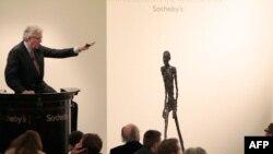"""""""Шагающий человек"""" на аукционне Sotheby's"""