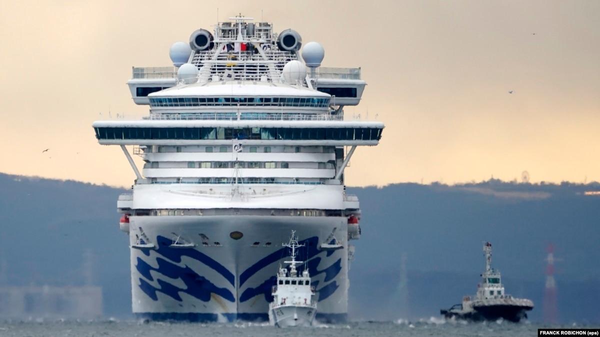Число больных на коронавирус на заблокированном возле Японии лайнере выросло втрое
