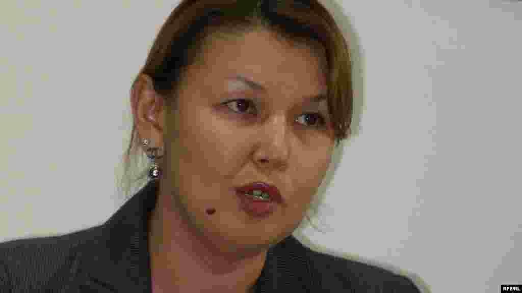 Kazakhstan - Zhamila Zhakisheva, wife of arrested top-maneger Mukhtar Zhakishev. Almaty, 13Aug2009 - Джамиля Джакишева, жена арестованного топ-менеджера Мухтара Джакишева. Алматы, 13 августа 2009 года.