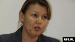 Тұтқындағы Мұхтар Жәкішевтің әйелі Жәмила Жәкішева. Алматы, 13 тамыз, 2009 жыл.