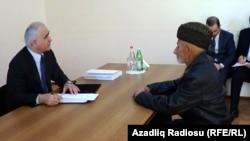Министр экономического развития Азербайджана Шаин Мустафаев ведет прием граждан в Ширване, 20 апреля 2013