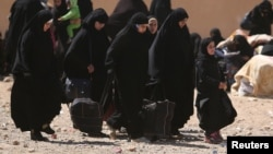 Женщины, бежавшие из города Ракка. Сирия. 5 апреля 2017 года. Иллюстративное фото.