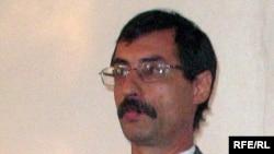 Правозащитник Евгений Жовтис в зале суда над ним. Поселок Баканас Алматинской области, 2 сентября 2009 года.