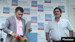 Артак Алексанян (слева) и Месроп Мовсесян на пресс-конференции, Ереван, 4 сентбяря 2012 г.