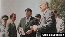 Ислом Каримов 1999 йилда навбатдаги обида қурилишини назорат қилмоқда
