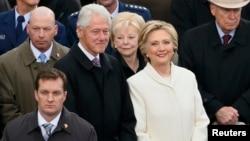 ԱՄՆ 42-րդ նախագահ Բիլ Քլինթոնը կնոջ՝ նախկին պետքարտուղար Հիլարի Քլինթոնի հետ մասնակցում է 45-րդ նախագահ Դոնալդ Թրամփի երդմնակալության արարողությանը, Վաշինգտոն, 20-ը հունվարի, 2017թ․