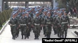 Солдаты армии Таджикистана.