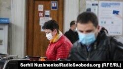 У Києві запрацювало метро після двомісячної перерви – фоторепортаж