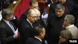 Арсень Яцанюк раіцца з паплечнікамі па партыі