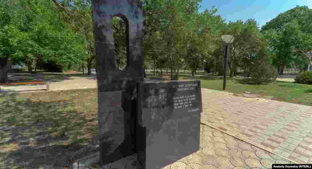 На мемориале жертвам сталинской депортации высечено четверостишье известной крымской журналистки и поэтессы Лили Буджуровой