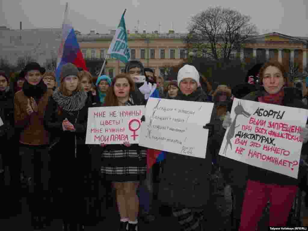 Митинг 8 марта на Марсовом поле в Петербурге