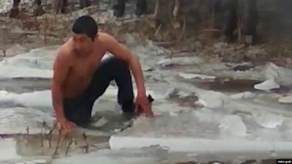 Улакчы жигиттин чилдеде суудан улакты издеген видеосу талкууга түштү (Видео)