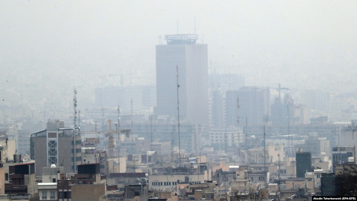 В Иране в школах и университетах отменили занятия из-за загрязнения воздуха