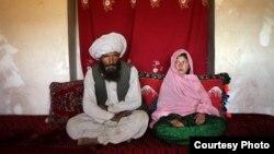 آرشیف، این تصویر که توسط عکاس امریکایی استیفنی سینکلیر به تاریخ ۳ جنوری ۲۰۰۸ گرفته شده دختر ۱۱ ساله را نشان میدهد که به عقد مرد بزرگ سال درآورده شدهاست.