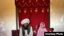 UNICEF акси домоди пиру арӯси 11-сола аз Афғонистонро соли 2008 ҳамчун акси сол нашр кардааст