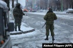 Озброєні люди у центрі Луганська