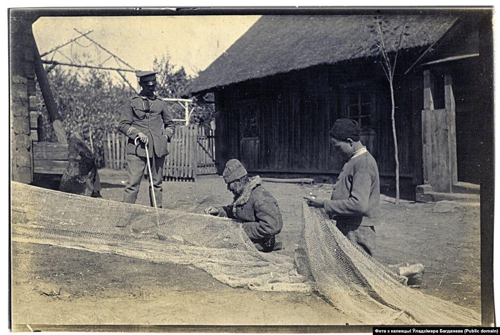 Рыбакі вёскі Баяры на возеры Швакшты