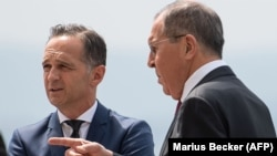 German Foreign Minister Heiko Maas (left) and Russian Foreign Minister Sergei Lavrov (file photo)