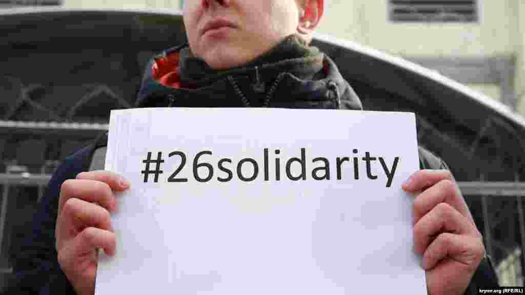 Хештег #26solidarity используют в глобальной акции в поддержку Олега Сенцова и других политзаключенных.
