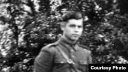 Альбин Якубинский в форме поручика Войска Польского.