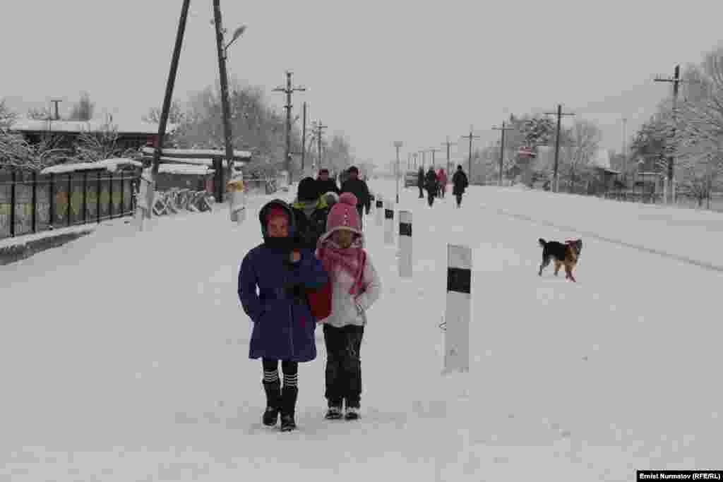 На юге практически нет семьи, где хотя бы один из ее членов не уехал на заработки в Россию.