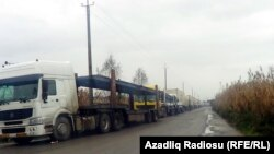 Arxiv foto: Gömrükdə qalan maşınlar