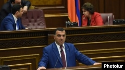 Armenia - Labor and Social Affairs Minister Artem Asatrian speaks during parliament debates in Yerevan on the Armenian government's controversial pension reform, 10May2016.