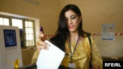 امرأة كردية تشارك في الانتخابات، 25 تموز 2009