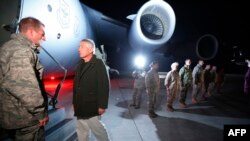 Чак Хейгел на базе Манас (Киргизия) на пути в Кабул