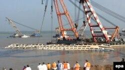 На месте кораблекрушения на реке Янцзы