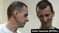 Олег Сенцов (л) і Олександр Кольченко, засуджені російським судом