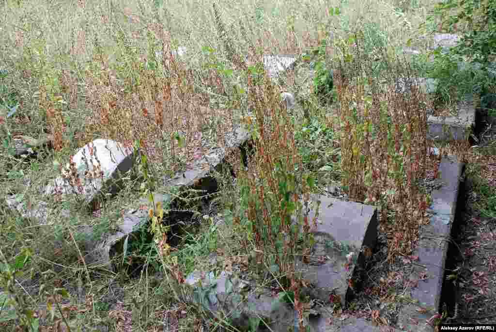 Так выглядят могилы японских военнопленных. Алматы, 7 августа 2015 года.