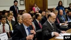 بن برنانکی، رییس فدرال رزرو، به همراه هنری پالسون، وزیر خزانه داری آمریکا روز چهارشنبه در کنگره حاضر شدند. (عکس از AFP )