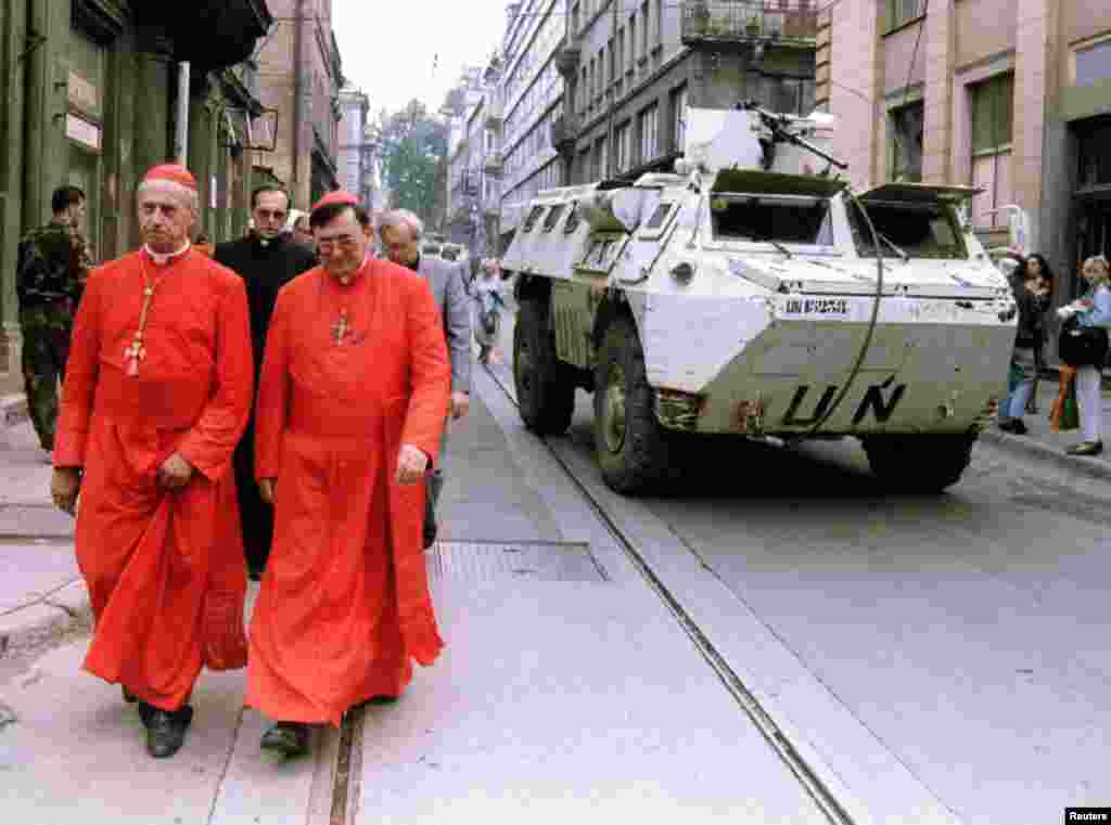 French cardinal Roger Etchegaray (left) and Bosnian cardinal Vinko Puljc in Sarajevo on August 15, 1995. Cardinal Etchegaray brought a message from Pope John Paul II of solidarity with Sarajevans.