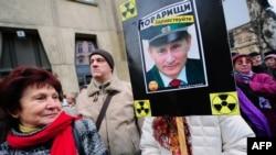 """Участники демонстрации против расширения в Венгрии АЭС """"Пакш"""""""