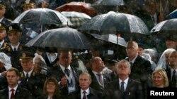 Атмосферу попереднього візиту Володимира Путіна в Белград зіпсувала жовтнева злива. Але ні військовому параду, ні російсько-сербській дружбі дощ не завадив