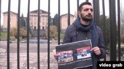 Активист оппозиции протестует против присоединения Армении к ЕАЭС. Ереван, 1 декабря 2014 года.