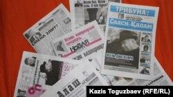 Последние номера казахстанских газет, в которых написано о президенте Узбекистана Исламе Каримове в связи с его болезнью. Алматы, 2 сентября 2016 года.