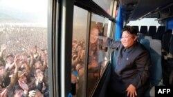 Товарищ Ким Чен Ын и народ
