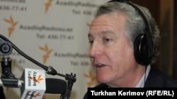 Президент Радіо Вільна Європа/Радіо Свобода відповідає на запитання азербайджанської служби в Баку