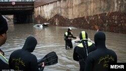 ورود غواصان امدادگر به خیابانهای شیراز،عکس از مهر