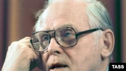 Гэс Холл многие десятилетия оставался генеральным секретарем Коммунистической партии США