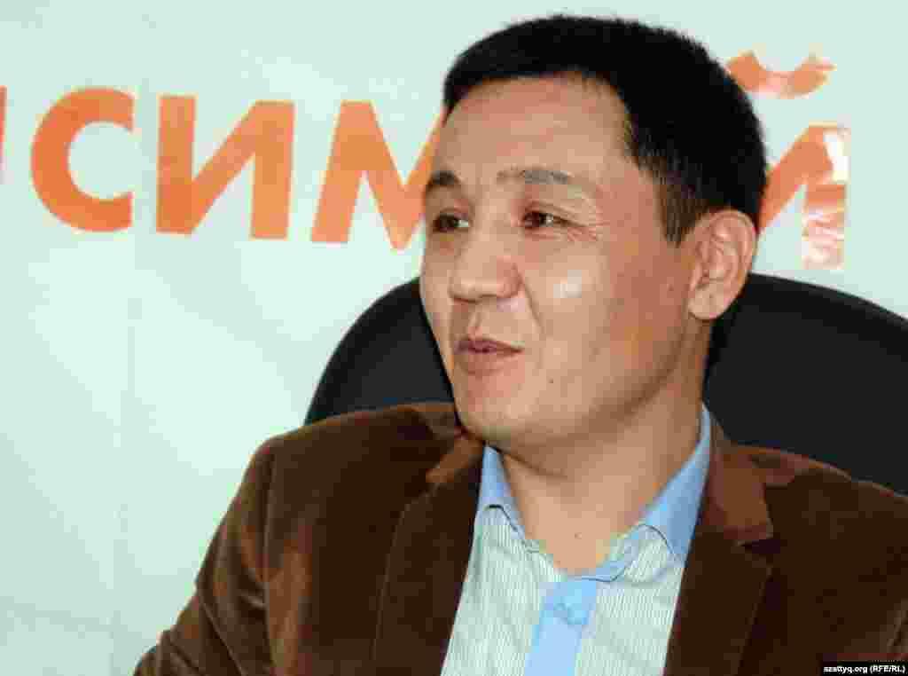 Қасым Аманжолұлы, Janaozen.net сайтының бас редакторы. Алматы, 4 сәуір 2012 жыл.